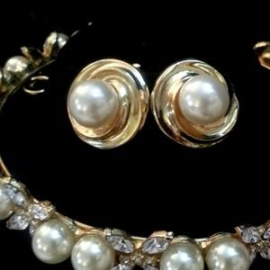 Jewelry - Clip-on pearl on gold swirl earrings 1""